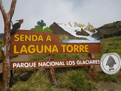 Cartel a Laguna Torre