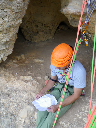 Revisando la topo en la cueva característica