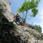 Jaume siguiendo la instalación de alambre