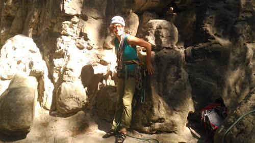 Helen preparandose para escalar
