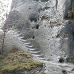 Escaledas excavadas a un lado de Falkenstein