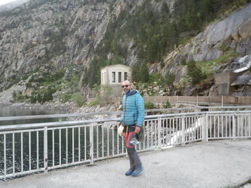 Cruzando la presa