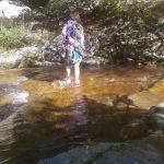 Helen cruzando el río