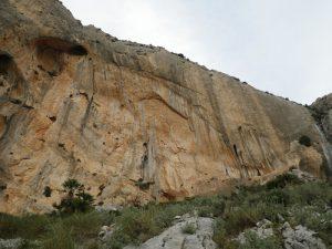 Foto de la pared vista desde la primera instalación de rápel.